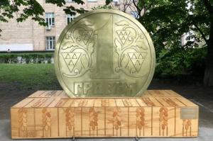 Памятник Гривне.jpg