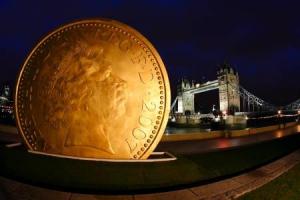 Памятник 25 фунтов стерлингов в Лондоне, Англия.jpg