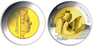 Luxembourg 2018 5 euro Podiceps cristatus.jpg